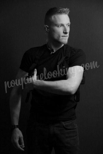 Séance photo homme avec réplique airsoft - Gaetan