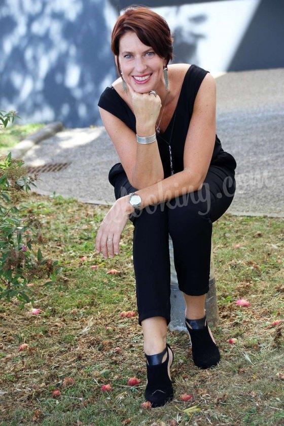 Karine de Bordeaux et son look démodé des années 90